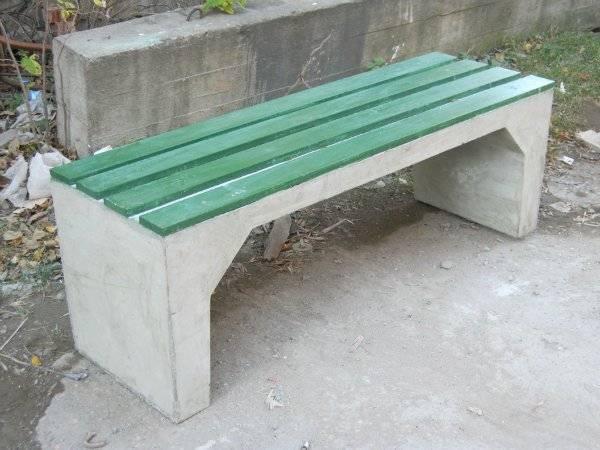 skamejki-s-betonnymi-nozhkami-raznoobrazie-modelej-sovety-po-samostojatelnomu-izgotovleniju Варианты столов и скамеек для дачи. Скамейка из бетонных плит и досок со спинкой. Скамейка для дачи: инструкция для изготовления